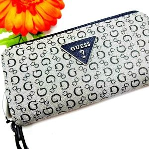 NEW! GORGEOUS CLASSIC GUESS CLUTCH WRISTLET WALLET
